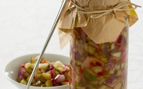 Agurkerelish med chili Det sure med det søde, og stærke med det bløde. Denne agurkerelish er det perfekte tilbehør til burgeren eller hotdogen