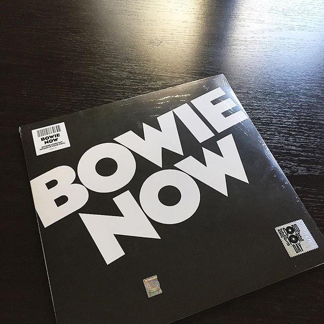 Happy #recordstoreday yall! Especially for @alexmistretu and my @davidbowie gift!