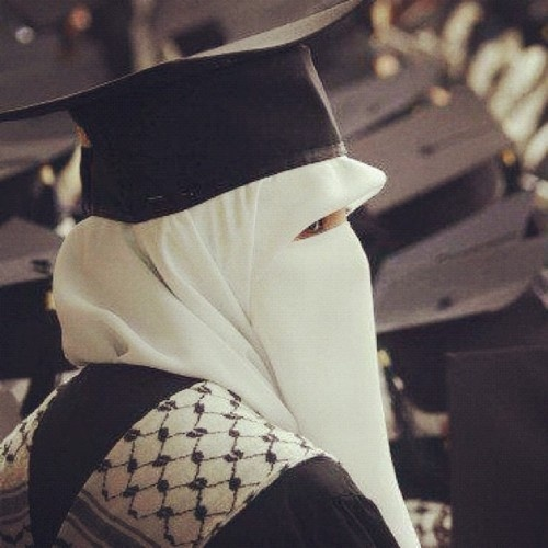 MUSLIMAH GRADUATES WEARING THE NIQAB......HIJAB FASHION.....