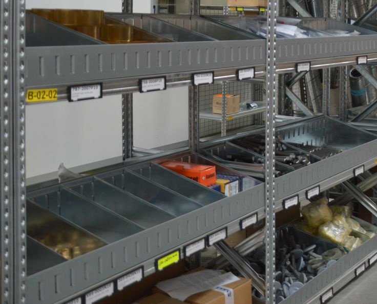 Metalsistem front and back bin dividers ensures items are easily stored and divided.