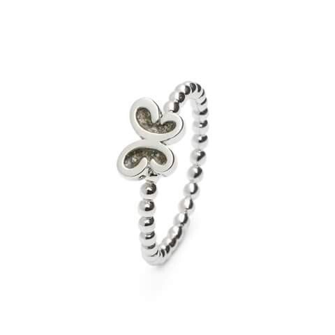 Zilveren ring met asverwerking.  www.gedenkenschenk.nl