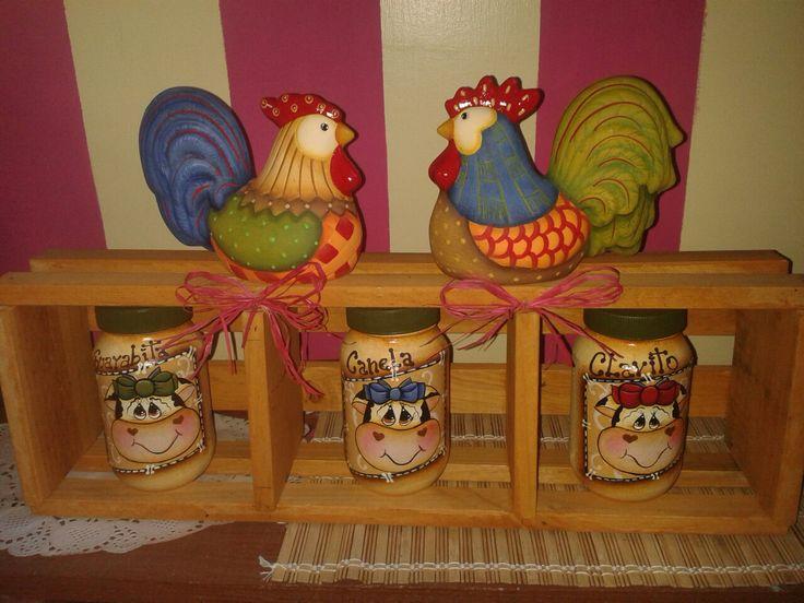 Cerámica decorativa con guacal y frascos de reciclaje