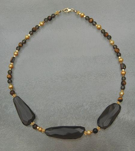 Kleine kraaltjes zijn de perfecte manier om elegante sieraden te maken, een stukje afwisseling met grotere kralen in je ontwerp.