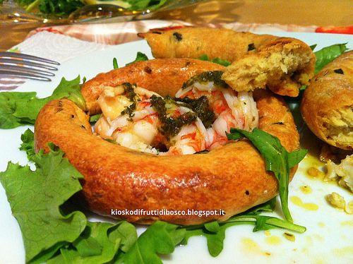 Taralloni pugliesi al basilico con gamberoni in salsa verde