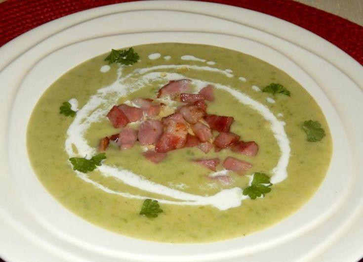 Bramborovo-hrášková polévka s uzeným masem