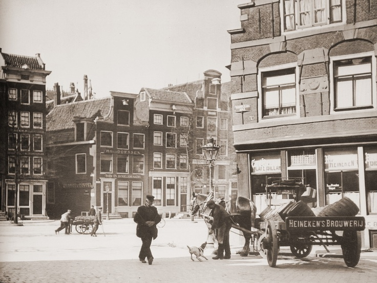 Delivering Heineken Beer in Amsterdam (1907)      Photographer: Bernard Eilers