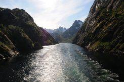 Hurtigrute als Fähre nutzen: im Trollfjord