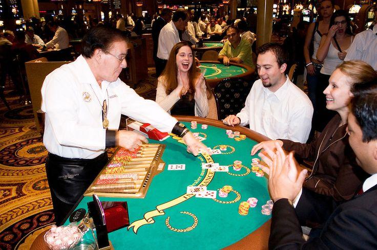 Рейтинг онлайн казино включает список лучших виртуальных игорных клубов с возможность играть в игровые автоматы, рулетку, блэкджек и другие азартные игры.Наш топ 10 включает только лицензионные интернет-казино с.