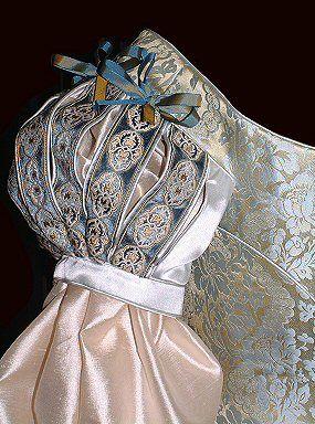 Lovely detail http://www.rossetti.vispa.com/17.html
