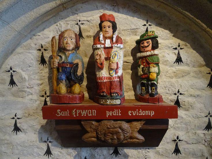 Plouezoc'h (29) - Statuaire de saint Yves, chapelle de St-Antoine-l'Ermite (13e siècle)