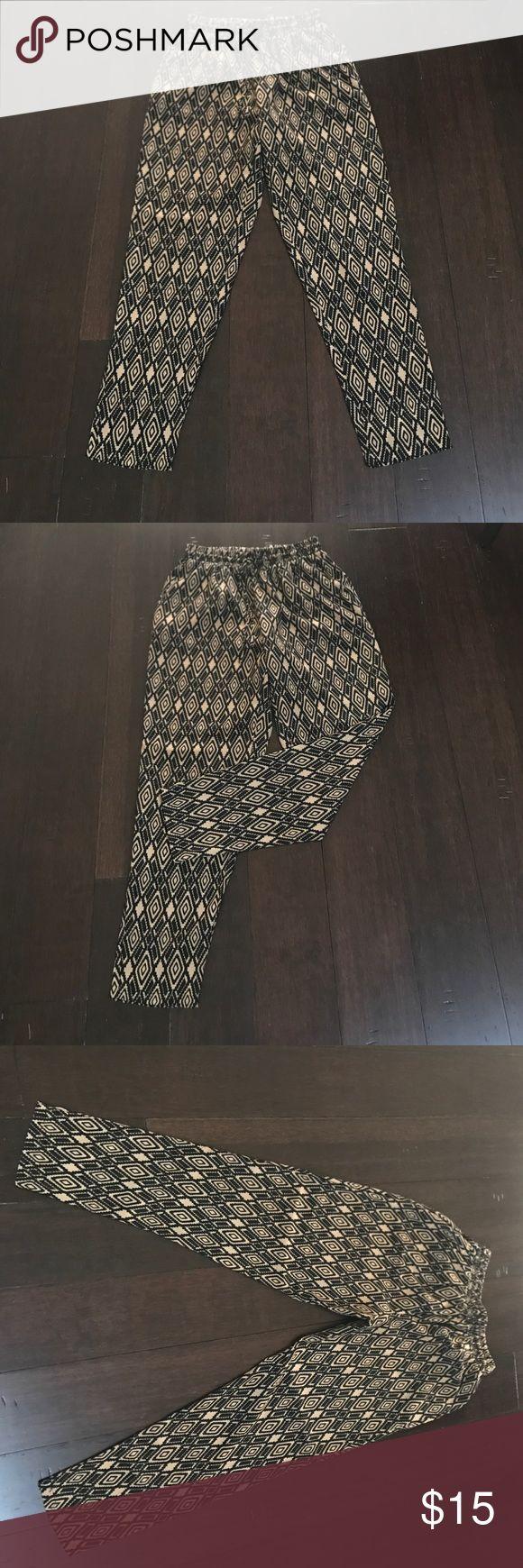 Aztec print elastic waist silk pants Forever 21 Aztec print elastic waist silk pants size M Forever 21 Pants