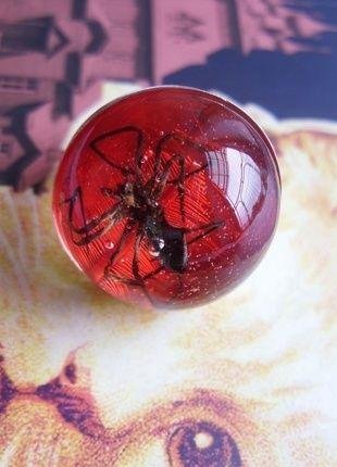 Kup mój przedmiot na #vintedpl http://www.vinted.pl/akcesoria/bizuteria/14357622-wampiryczny-pierscionek-z-prawdziwym-pajakiem