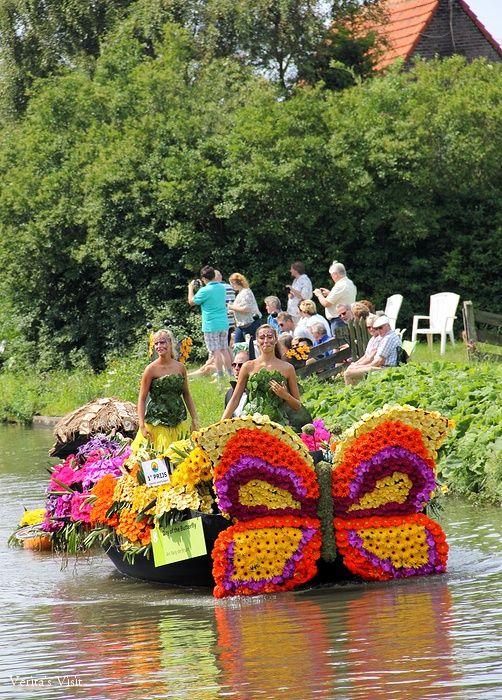 Beautiful decorations of fruit, flowers and vegetables give me butterflies. #flower #decoration  #Dutchregionoffruitandvegetables