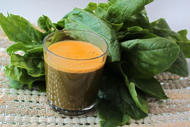 Spinach Carrot Juice Recipe by @BlenderBabes Can replace pineapple with apple and add 2 in. peeled ginger