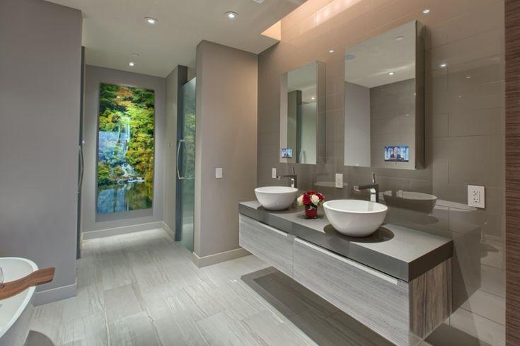 couleur salle de bains - peinture murale en gris clair et carrelage de sol aspect bois grisâtre