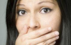 7 odori corporei che indicano un problema di salute: 1. Odore di lievito 2. Forte odore dei piedi 3. Alito cattivo 4. Odore di pesce 5. Cattivo odore nelle ascelle 6. Forte odore quando si urina 7. Cattivo odore del cuoio capelluto