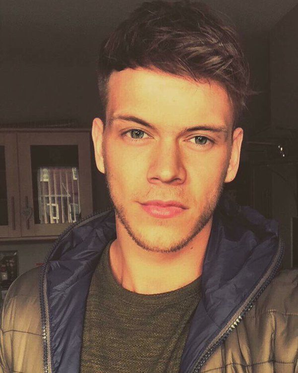OMG is this One Direction's Harry Styles with SHORT hair!? Pictures