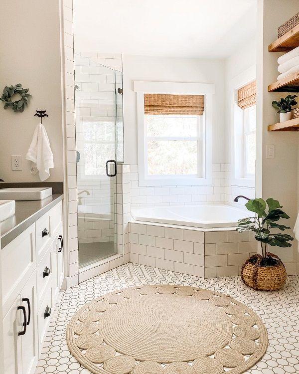 The 70 Best Farmhouse Bathroom Ideas Home And Design Next Luxury In 2020 Small White Bathrooms White House Interior Farmhouse Bathroom