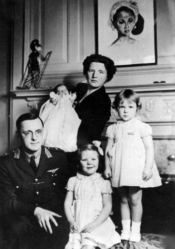 De prinselijke familie in Ottawa [Canada] kort na de geboorte van prinses Margriet op 19 januari 1943.