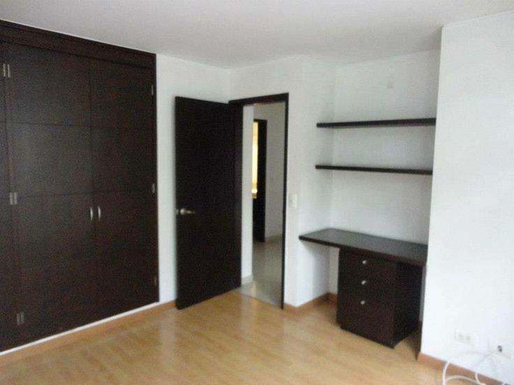 Habitación con Estanterías.