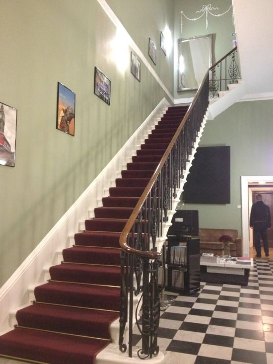 Manor house sweeping staircase