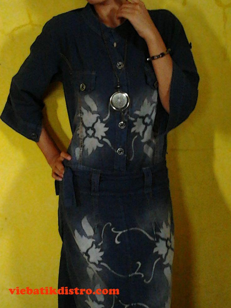 dress batik levis biru  harga: Rp. 150.000,- toko online: http://viebatikdistro.com/dress-batik-levis-biru/ no hp : 085642578411  busana batik modern dengan bahan levis halus dengan model dress, cocok buat anda yang selalu bekerja di outdoor. dengan bahan yang nyaman dibadan anda, dress batik biru ini dapat menjadi alternatif baju anda di setiap acara santai anda.