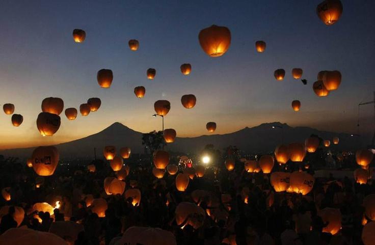 Puebla, México rompe Récord Guinness. 16 mil globos fueron lanzados por personas con discapacidad.