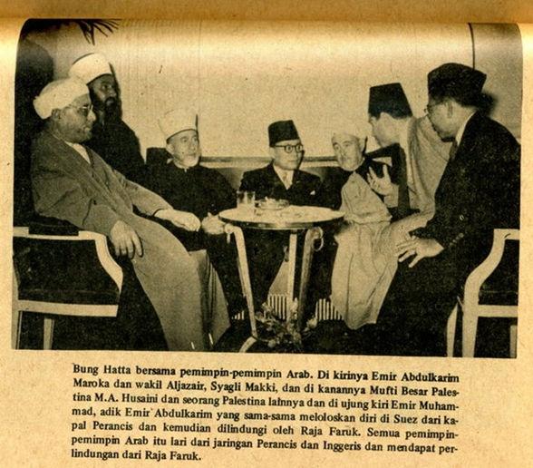 Bung Hatta bersama para pemimpin Arab. di Sebelah kanan adalah Mufti Besar Palestina