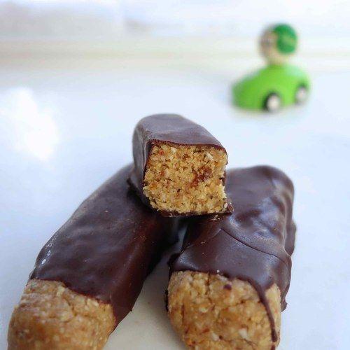 PINDAKAAS MUESLIREPEN- Amber Albarda.  Iedereen heeft wel eens behoefte aan pinda's. Deze heerlijke repen hebben wat weg van snicker-bars. Ze zijn niet alleen gezonder, maar ook lekkerder. Geloof me.