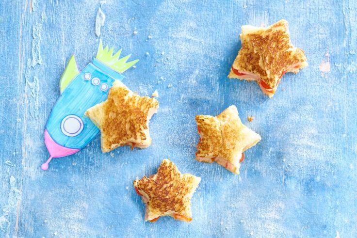 Deze kidsfavoriet met jonge kaas, snoeptomaatjes en ham is de ster onder de tosti's!- Recept - Allerhande