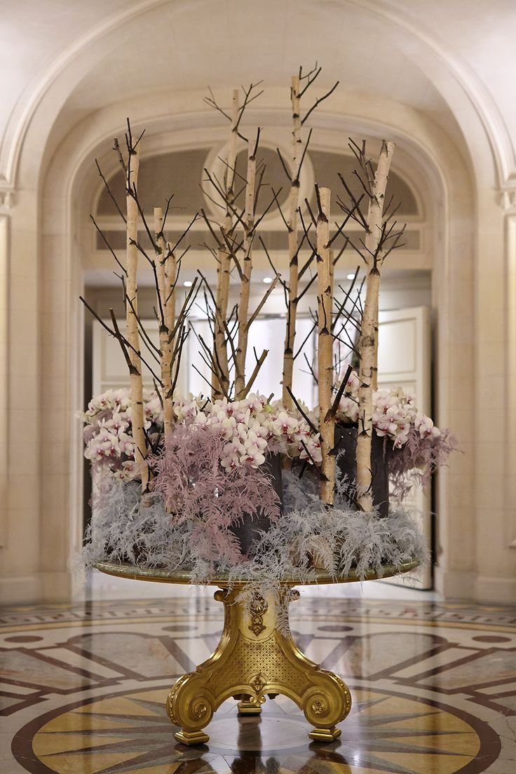 Each week, we're treated to a new floral display carefully arranged to complement our historic lobby at Shangri-La Hotel, #Paris. Which era does this piece take you back to? #ShangriLaFlowers
