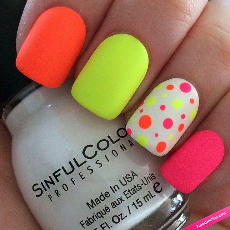 Diseños de uñas neón para verano