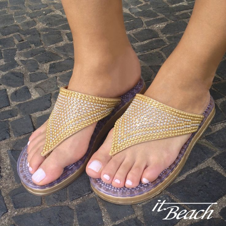 Get a foot massage at every step you take with our Dubai beach-resort-cruise sandals. Soles with breathable vents (sweat resistant). Dress them up or down! SHOP them NOW! We ship worldwide.