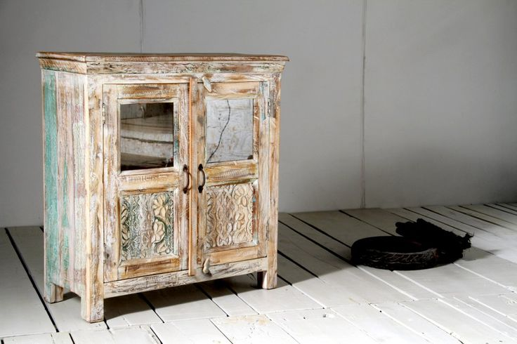 Litet vitrinskåp av vitt återvunnet trä - Nice - Våra kollektioner - Myhomemyway.se