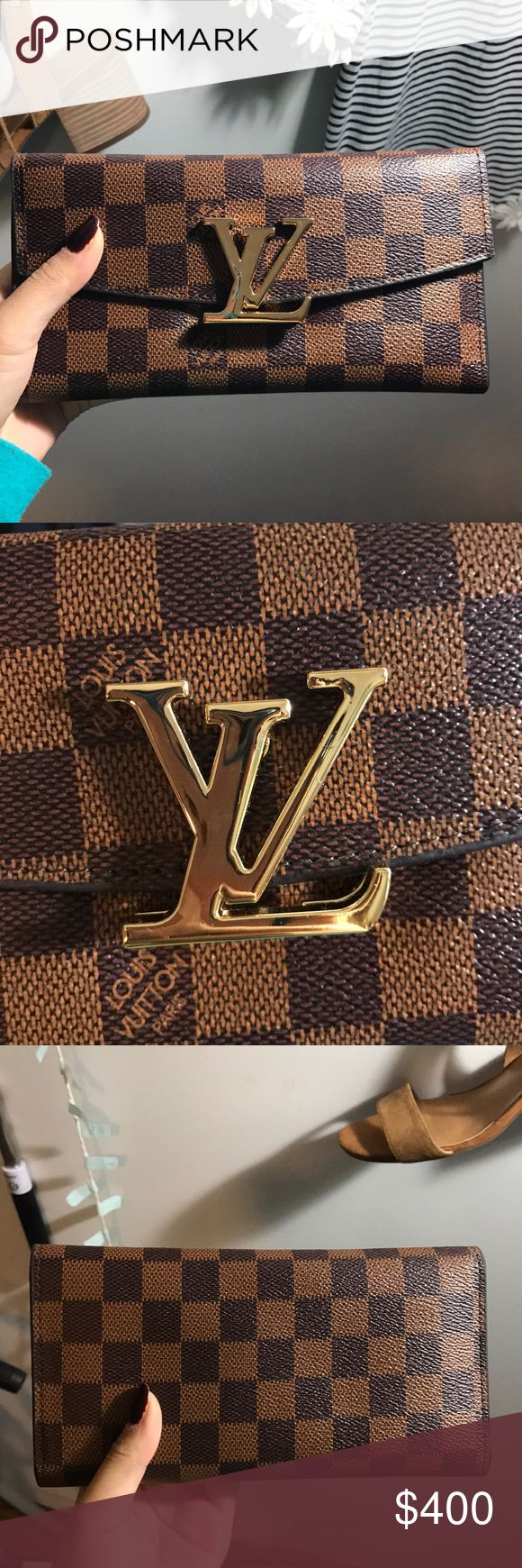 Louis Vuitton Wallet Beautiful and sophisticated wallet Flaws were shown on pictures 4 and 8. It's not noticeable and it's inside the wallet. -click offer button for good price offers Louis Vuitton Other