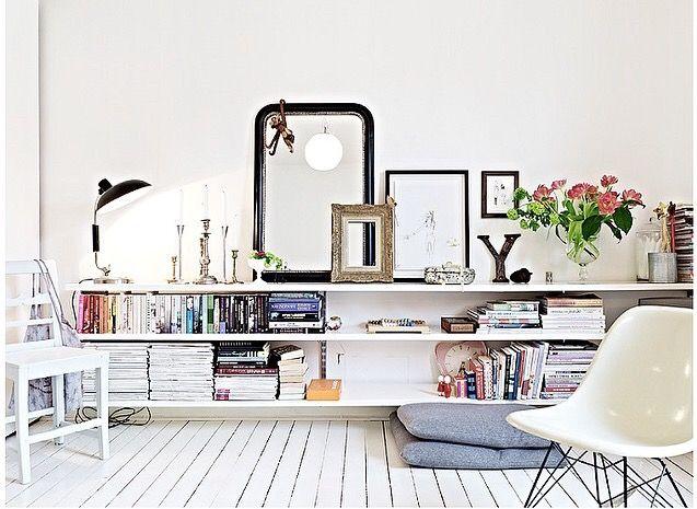 Sideboards Sind Praktisch Für Die Aufbewahrung Von Büchern, Magazinen Und  Schaffen Eine Tollen Platz Für Dekoration. Auch In Kleinen Wohnzimmern  Helfen ...
