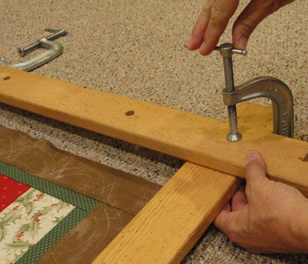 How to set up quilt frames for quilting or tying a blanket/quilt