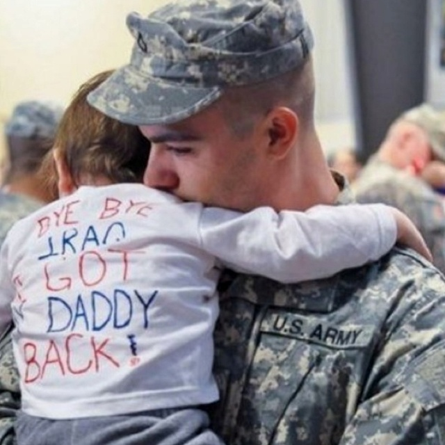 Bye bye Iraq I got my daddy back :): Kids Shirts, Soldiers, Sweet, Bye Bye, Romantic Pictures, Families, Weights Loss, Little Boys, Eye