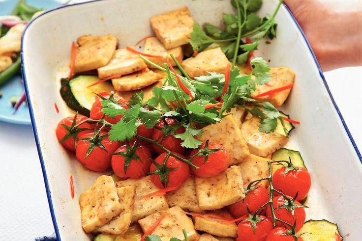 Kijk wat een lekker recept ik heb gevonden op Allerhande! Tofu met courgette en koriander