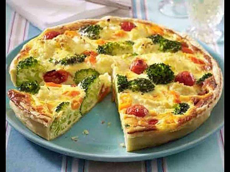 """""""Budinca de legume"""" este o mâncare ușoară, care se prepară rapid și fără efort. Combinați câteva legume și ciuperci și veți obține o budincă apetisantă, cu puține calorii, ideală pentru o cină târzie. Budinca este plină de vitamine, are un gust bogat și nu îngrașă, de aceea poate fi consumată chiar și înainte de culcare. Răsfățați-vă cu o mâncare savuroasă și sănătoasă! INGREDIENTE -150 ml de lapte de 1 % -6 ouă -100 g de broccoli -100 g de conopidă -150 g de ciuperci -1 pahar de fasole…"""