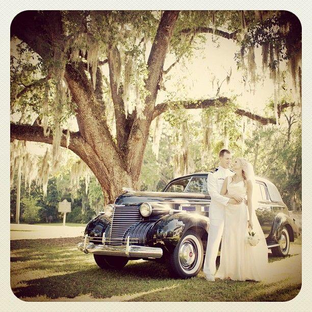 Lovely wedding beneath the oak trees and Spanish moss | Photography by Dylan Wilson Weddings