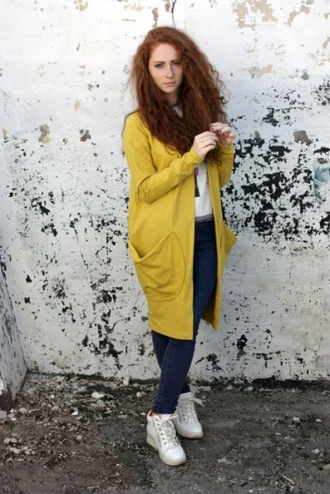 Wygodna i oryginalna bluza/wdzianko, wykonana z wysokiej jakości żółtej dzianiny bawełnianej. Należy prać w niskiej temperaturze do 40 stopni na lewej stronie.  (Kolor rzeczywisty może różnić się nieznacznie od przedstawionego na zdjęciu.)