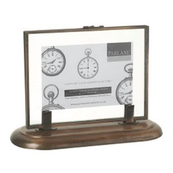 Medium Double Sided Copper Frame: This medium copper frame and stand features double sided glass so you can make this picture frame a centrepiece or simply turn around when you fancy a change of image.