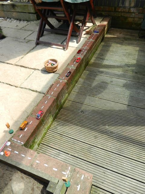 "Bank & autoparcours / Worms Eye-View: "" This was first created for a child who spent most of his time inside playing with the cars and garage. I wanted to encourage him to try new things so added this to entice him outside but with a familiar toy.This area encourages conversation and we have already had lots of chats about traffic lights and what the different lights mean. We talked about what side of the road cars drive on and some road safety as well"" ≈≈"