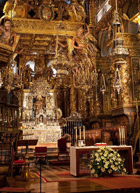 Altar Mayor de la Catedral de SANTIAGO DE COMPOSTELA en la provincia de La Coruña, Galicia, España. Spain.