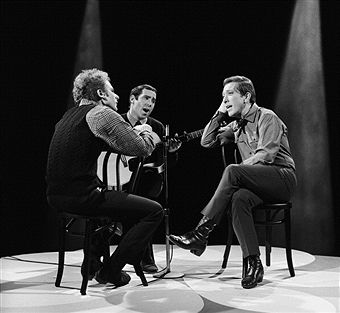Simon & Garfunkel's Art Garfunkel, Paul Simon, host Andy Williams --