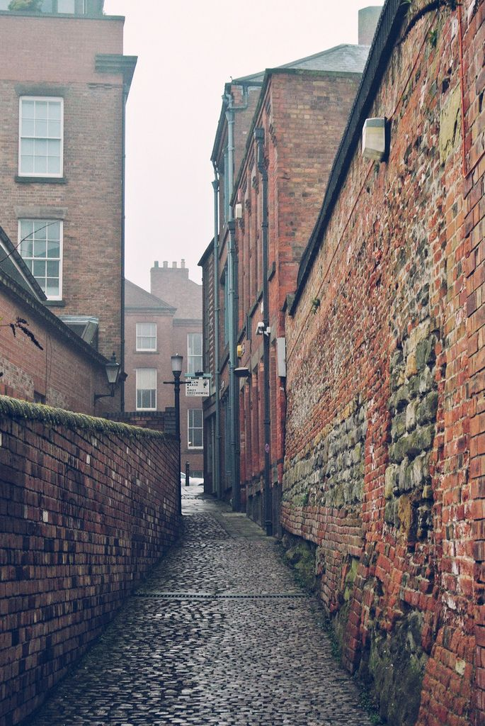 tocamelot:  Nottingham, England byjrsisson I reblog this too often, but it reminds me so much of our time in England.
