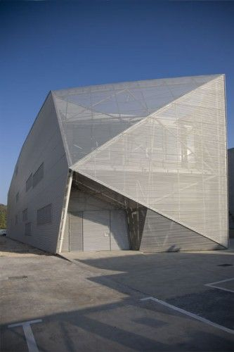 The Industrial Building for Diagonal 80 in San Agustín de Guadalix, Madrid by AMID (Cero9) Architects    faceted, second skin, mesh, industrial, shed