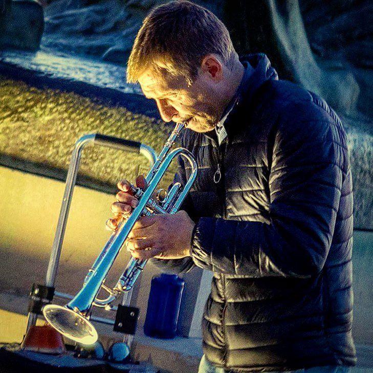 trompetista en el retiro  #trumpet #busker #music #retiro #madrid #portrait #retrato #smoothjazz #art #improv #trompeta