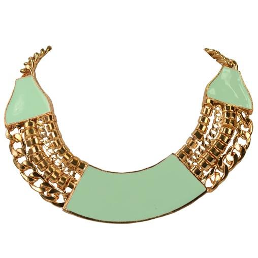 Deze ketting heeft een ros� gouden look met mint groene accenten. Hij heeft een metalen sluiting die op verschillende lengtes gesloten kan worden.